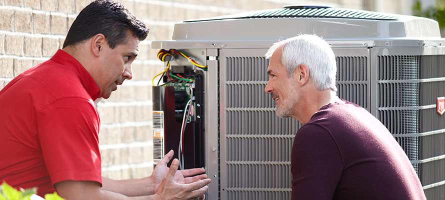 technician sharing ac troubleshooting tips